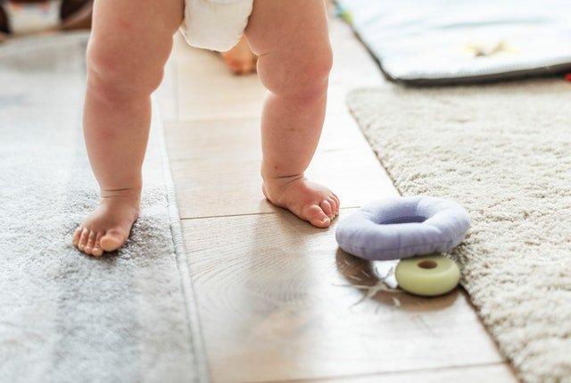 mitos porteo sobre bebé caminando